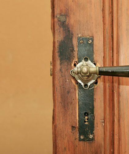 zamek w drzwiach